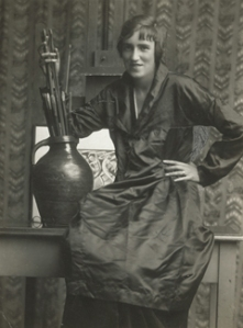 Tatler Eve illustrator Anne Harriet Fish photographed in about 1915